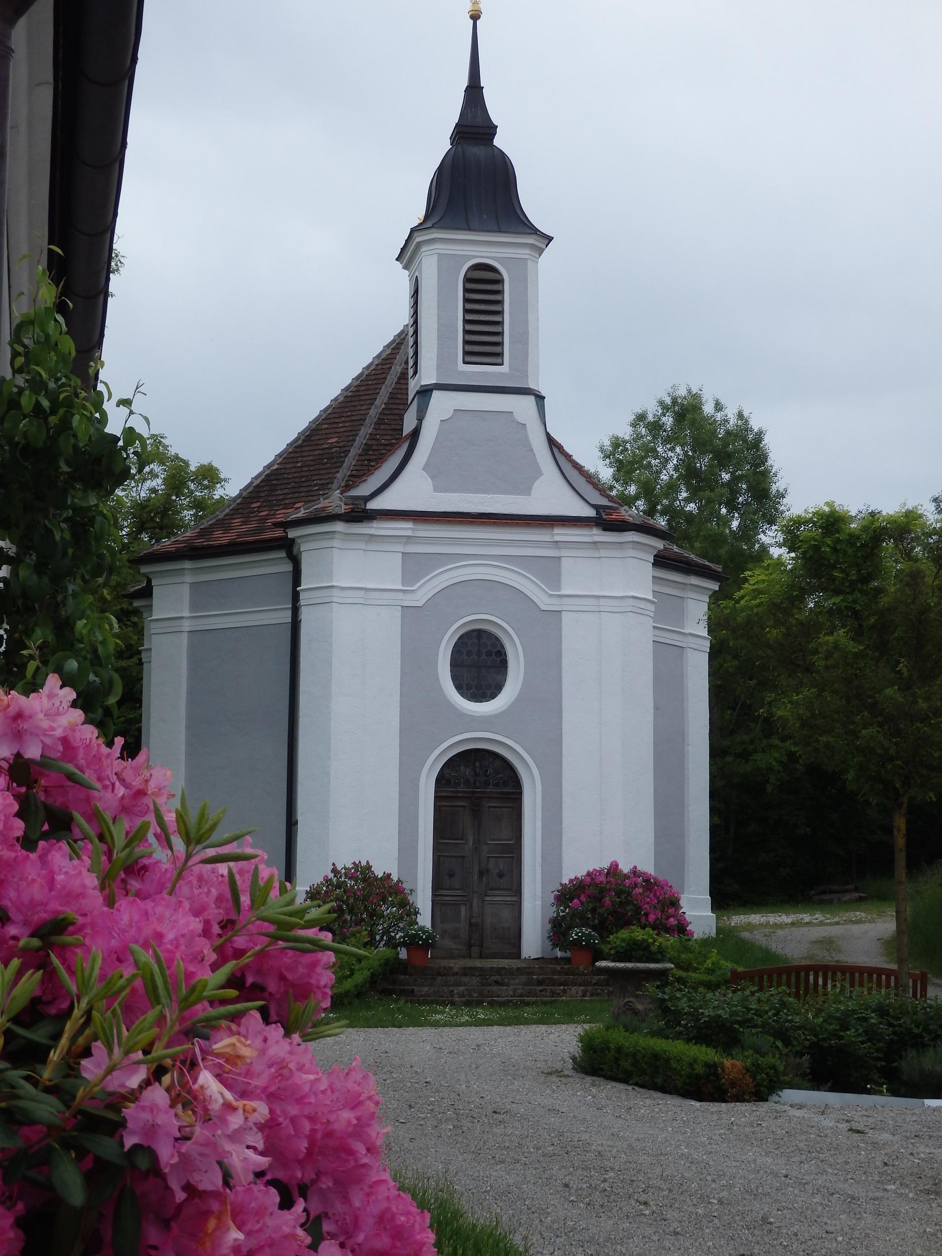 Die Kapelle von Gut Romental - Außenansicht (Copyright: Brigitte Bergmaier)